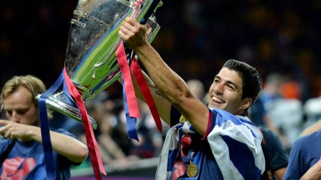luis suarez champions league trophy