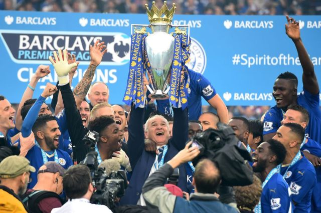 Leicester-City-lift-the-Premier-League-trophy